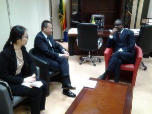 Le ministre congolais des Zones économiques spéciales (Zes), Alain Akouala Atypault et l'ambassadeur de Chine au Congo, Xi Huang ont, lors d'un entretien le 24 août à Brazzaville