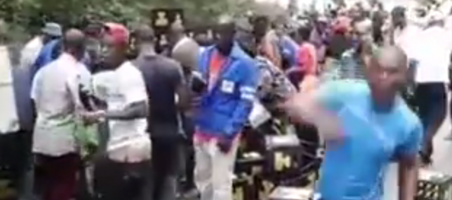 VIDA�O – Congo : Un camion de livraison de boisson se renverse dans le Mayombe