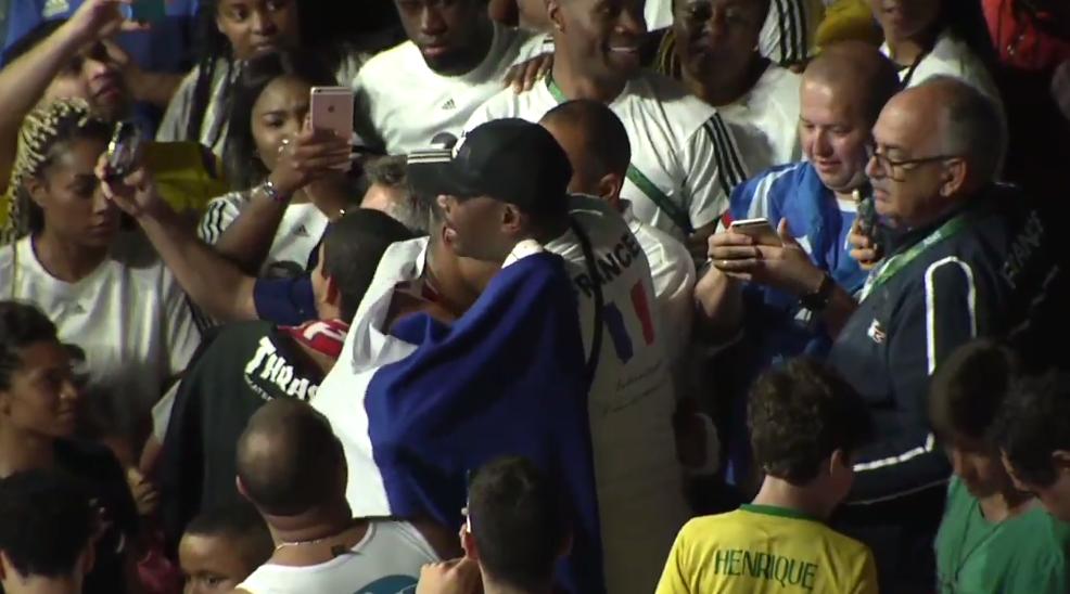 """""""Merci mon fils!"""": l'émotion du père de Tony Yoka, sacré en super-lourds"""