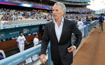 l'Olympique de Marseille vendu à l'Américain Frank McCourt, ancien propriétaire des Dodgers de Los Angeles