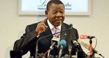 Sanctions de l'Union européenne : Le ministre de la communication de la RDC se dit «Martyr»