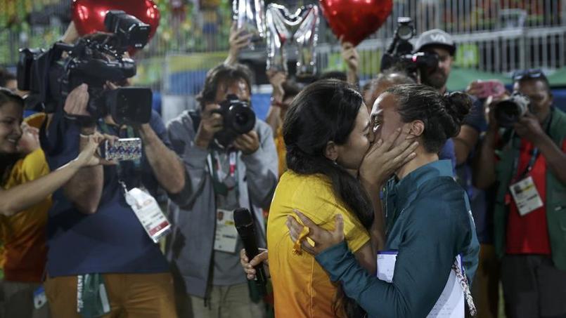Une joueuse de rugby brésilienne dit «oui» à une demande de mariage sur le terrain