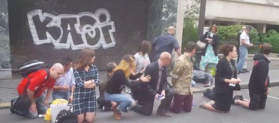 VIDEO – France : Un membre d'un groupuscule catholique frappe violemment un homme devant l'église Sainte Rita