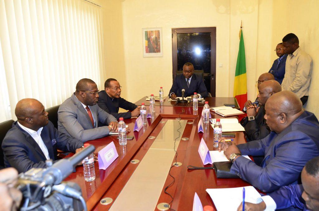 le ministre Ibombo appelle les opérateurs de téléphonie au respect du client