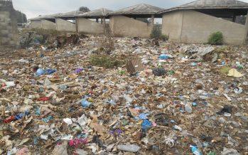 Congo : l'école primaire Miambanzila cohabite avec la poubelle