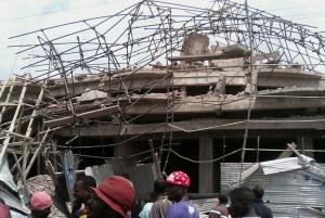 Un immeuble de cinq niveaux en construction s'écroule dans la commune de Kasa-Vubu à Kinshasa