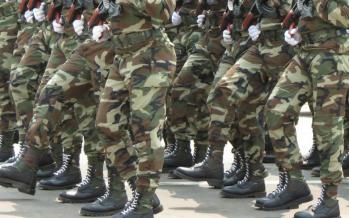 Brazzaville : Un soldat s'écroule et s'offre inconsciemment en spectacle
