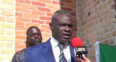 Congo : Le Ministre Collinet Makosso dément l'existence de déficit criard en «Table bancs» au lycée de Kintélé
