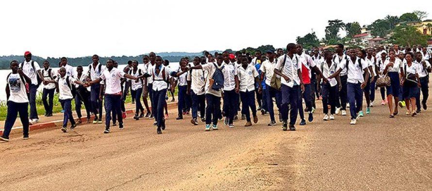 Éducation nationale : Les forces de l'ordre s'invitent à la marche pacifique des élèves du Gabon