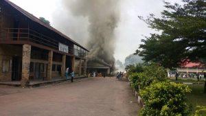 la cathédrale du Sacré-cœur de Brazzaville ravagée par des flammes