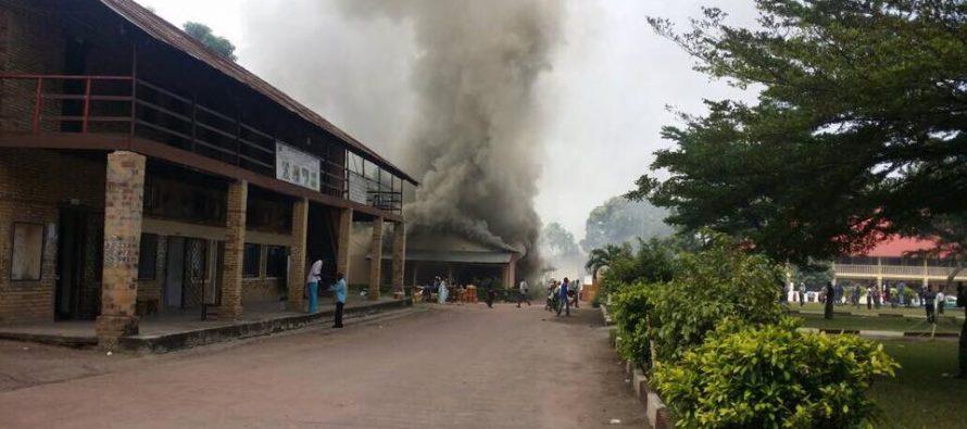 Congo: la cathédrale du Sacré-cœur de Brazzaville ravagée par des flammes