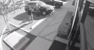 VIDÉO – USA : braquée par un homme armé, elle répond !