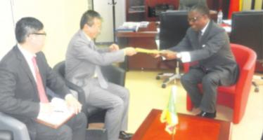 Congo: l'ambassadeur de Chine reçoit une copie de la loi créant les zones économiques
