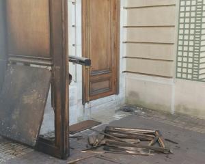 l'ambassade du Congo-Brazzaville à Paris a été visée par une attaque