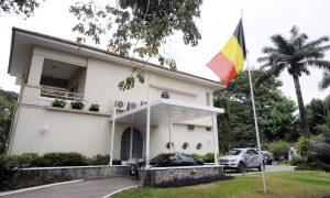 La réception du 21 juillet à la résidence de l'ambassadeur de Belgique à Kinshasa réunit chaque année des personnalités belges et congolaises. - © BENOIT DOPPAGNE - BELGA