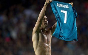Ronaldo a trollé la célébration de Messi en montrant son maillot au Camp Nou