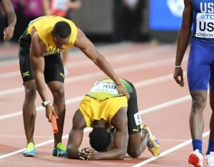 Usain Bolt se blesse lors du 4x100 m