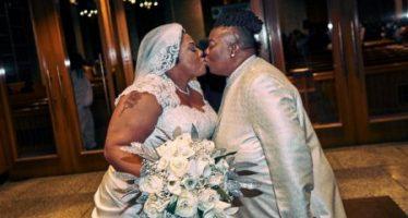 Deux femmes pasteurs lesbiennes se marient