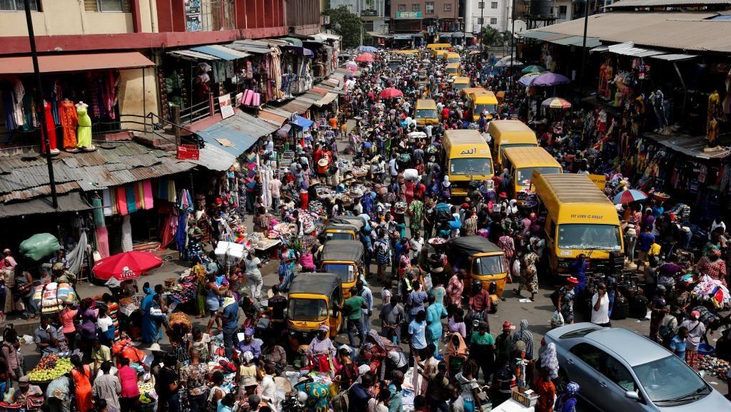 Une rue bondée du centre-ville de Lagos, en décembre 2016