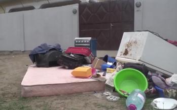 Vidéo – Pointe-Noire: un locataire retrouve ses affaires dans la rue