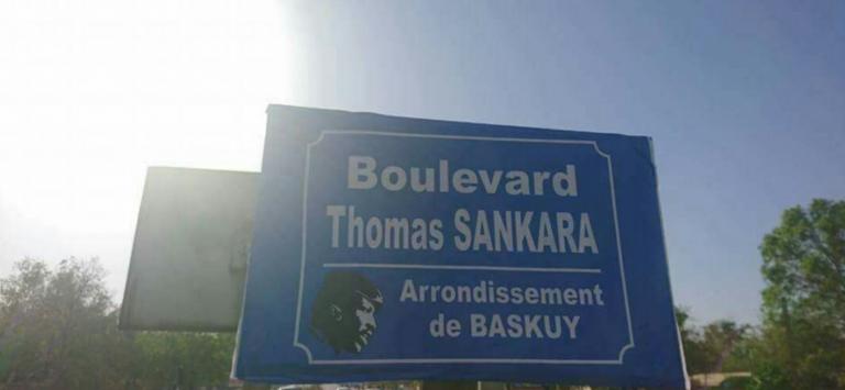 Le Boulevard Charles De Gaulle à Ouagadougou a été débaptisé et rebaptisé Boulevard Thomas Sankara, le lundi 27 novembre 2017.