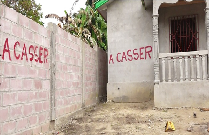 Le ministre Pierre Mabiala cible des maisons à casser à Brazzaville