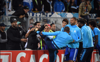 Europa League: Evra se venge en donnant un coup à un supporter, il est exclu avant le match de Marseille