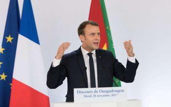 """VIDÉO – Macron se moque du président du Burkina Faso, """"parti réparer la climatisation"""""""