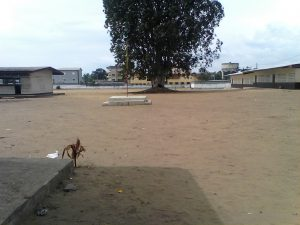 La cour du lycée Pointe-Noire2 déserte (Adiac)