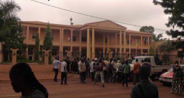 Dolisie : Grogne des travailleurs du Conseil départemental et municipal : ils réclament des arriérés de salaire