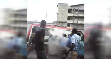 Gabon : Un gendarme jette une bombe lacrymogène dans un bus de lycéens