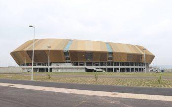 Congo – Installations sportives : Le ministre Hugues Ngouélondélé pointe des malfaçons criardes