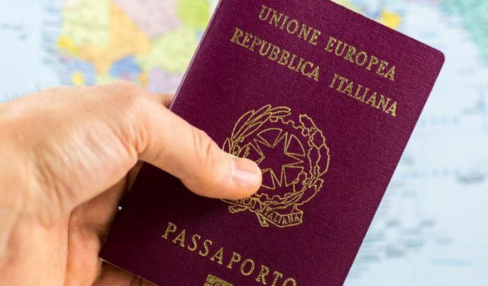 Un passeport biométrique italien