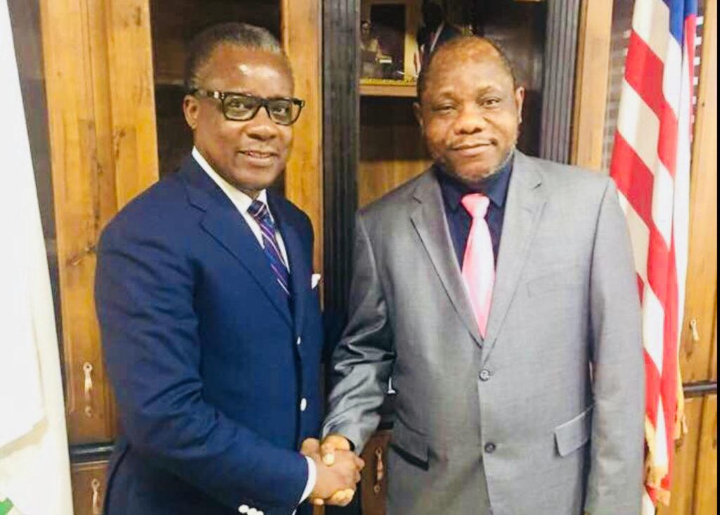 Alain Akouala, ancien ministre des zones économiques spéciales avec Samuel Tweah, ministre de l'économie au Liberia.