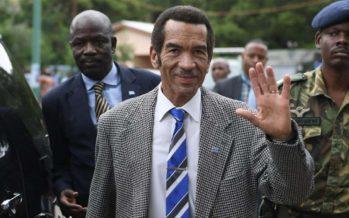 Le président du Botswana conclut sa tournée d'adieux avant de démissionner