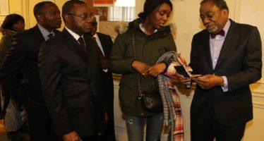 Congo – Diaspora : Les premiers passeports issues de l'enrôlement de Paris remis aux intéressés
