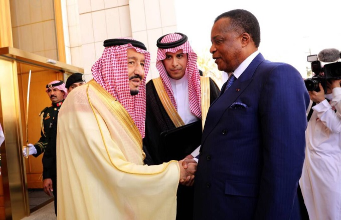 Le président congolais Denis Sassou-Nguesso, en visite en Arabie saoudite, et le roi d'Arabie saoudite Salman Bin Abdelaziz Al Saoud