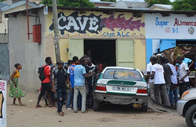 Brazzaville : Un taxi termine sa course dans une boutique