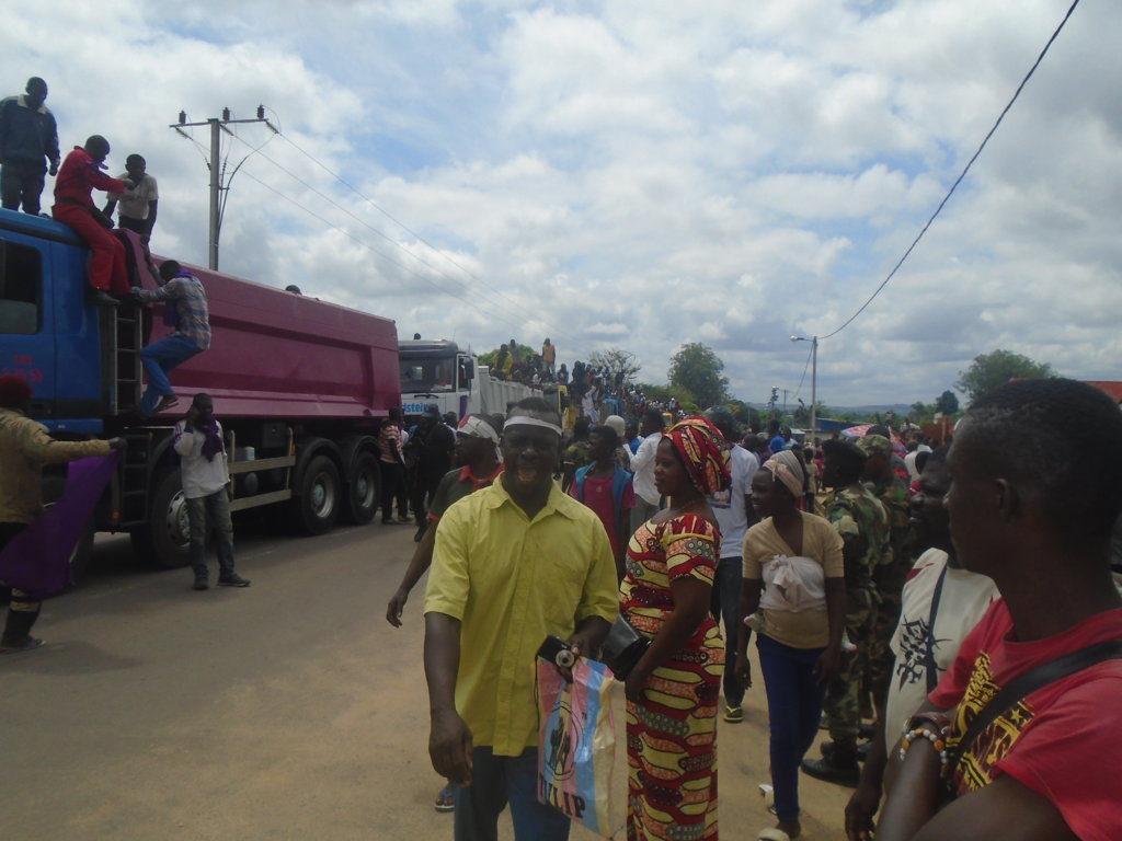 La population de Kinkala accueillant le cortège avec joie/Photo Adiac