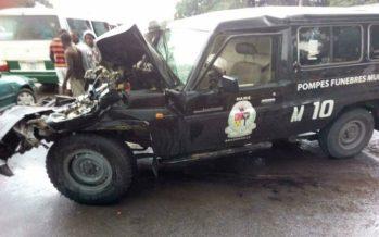 Congo : Un corbillard s'encastre à l'arrière d'un véhicule »poids lourd» à Brazzaville