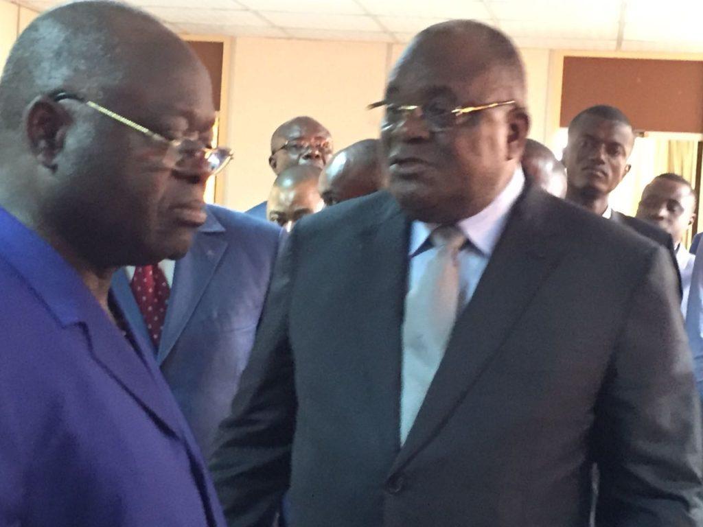 TA?te A� tA?te entre le DG des Douanes Alfred Onanga(A� gauche) et le Ministre des Finances Calixte Nganongo