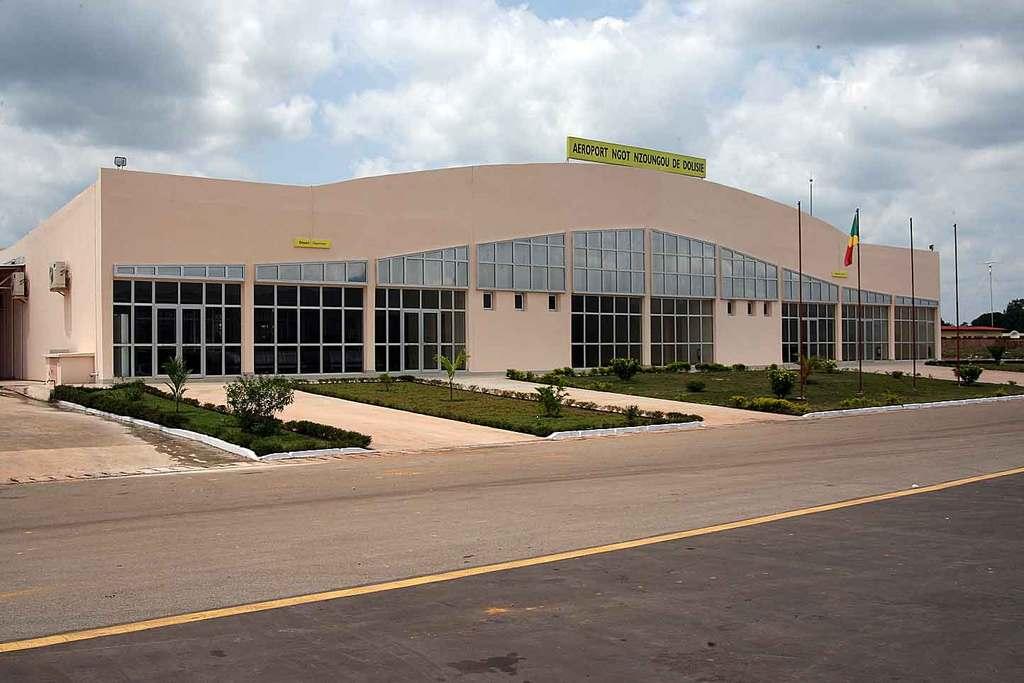 Aéroport Ngot Nzoungou de Dolisie