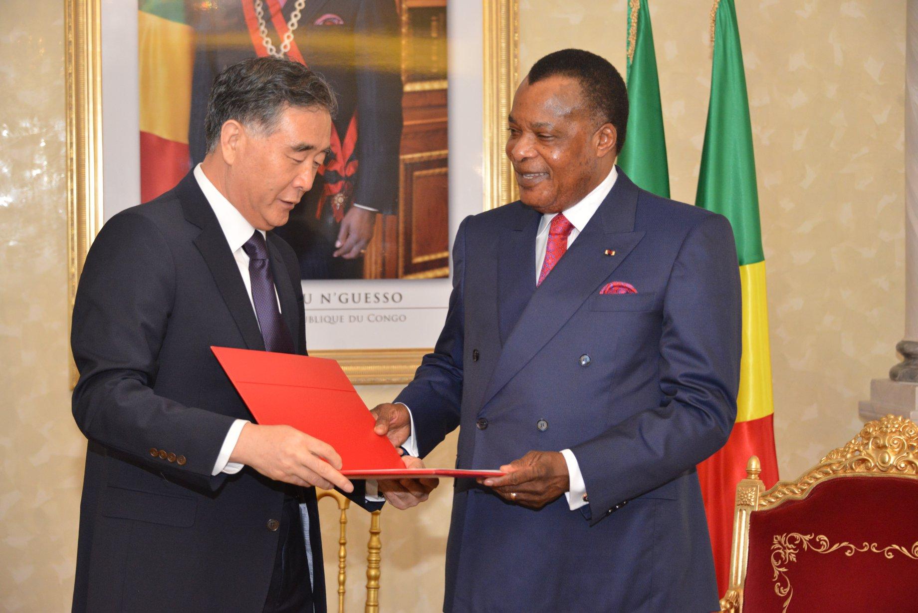 Le le président Sassou Nguesso et Wang Yang, président du Comité national de la Conférence consultative politique du peuple chinois