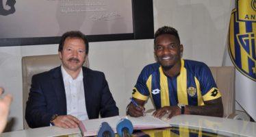 Football – Transferts : Bifouma reste en Turquie, Tsoumou en Roumanie