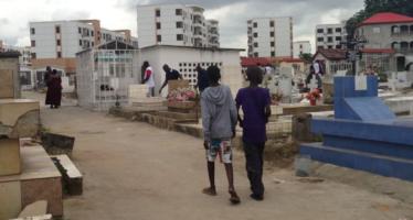 Brazzaville: le cimetiA?re du centre-ville a failli A?tre ravagA� par un incendie