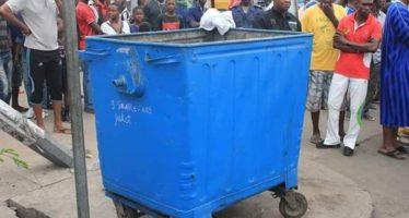 Brazzaville – Macabre dA�couverte dans un bac A� ordures : une jambe humaine bandA�e