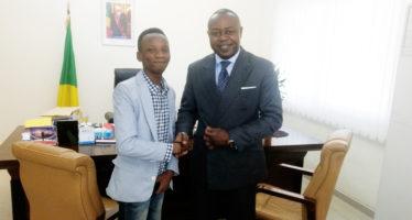 Restra POATY a été reçu en audience par Léon Juste IBOMBO dans le cadre d'accompagner les jeunes à s'impliquer dans l'économie du digitale