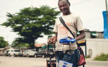 Congo : Vendeur ambulant de musique sur clés USB, une activité purement congolaise