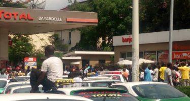 Pénurie d'essence au Congo : les chauffeurs casquent, les voyageurs trinquent