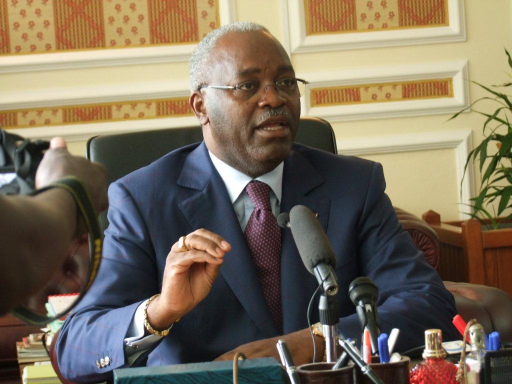 Hugues Ngouélondélé, ministre des Sports et de l'éducation physique